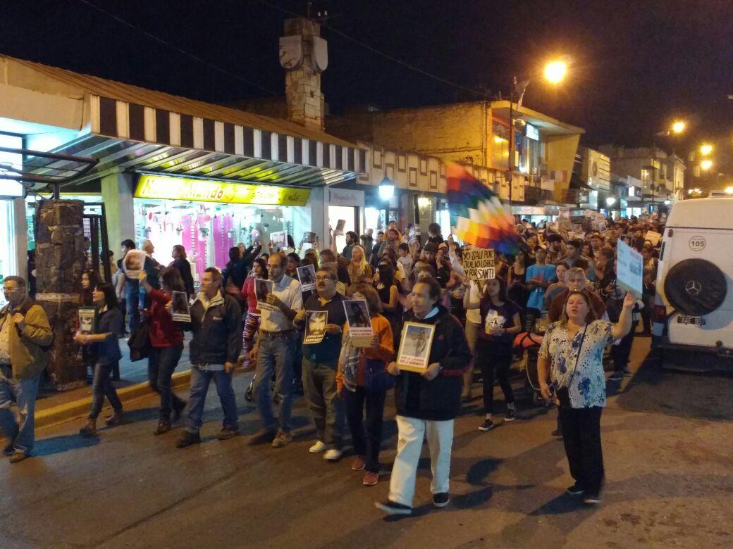 marcha centro - #SANTIAGOMALDONADO: Miles de altagracienses marcharon por su aparición con vida