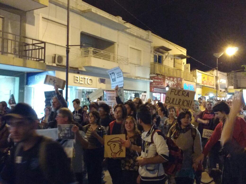 marcha fuera bullrich - #SANTIAGOMALDONADO: Miles de altagracienses marcharon por su aparición con vida