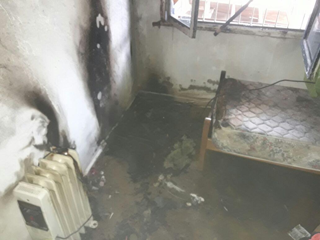 """incendio calle antun - """"Explotó"""" un televisor y se quemó parte de una vivienda"""
