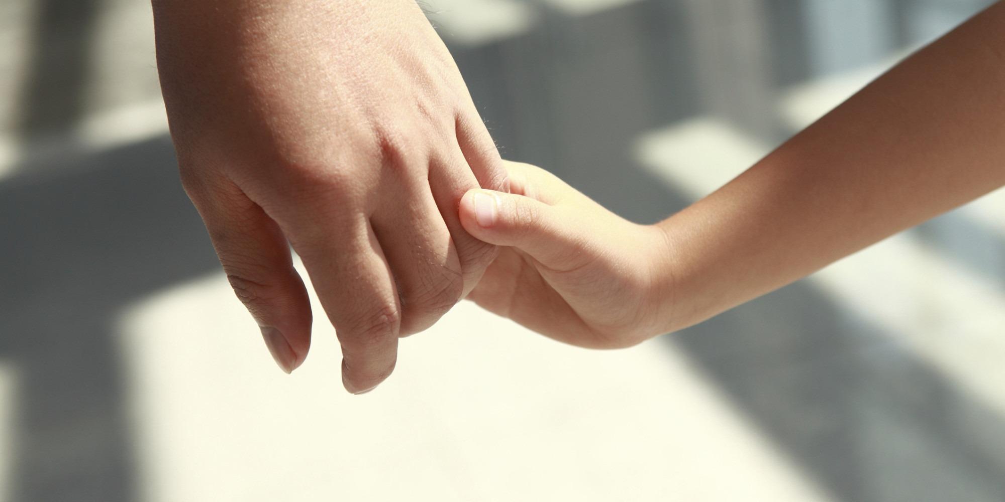 adopcion - Convocan a familias para acoger a niños y niñas temporalmente