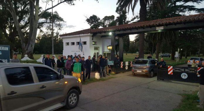 manifestacion fabrica militar - Lunes de tensión en Villa María y Río Tercero por 60 despidos en fabricas militares