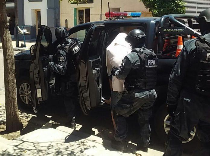 antinarcoticos cruz del eje - Cruz del Eje: secuestran cocaína cerca de un colegio