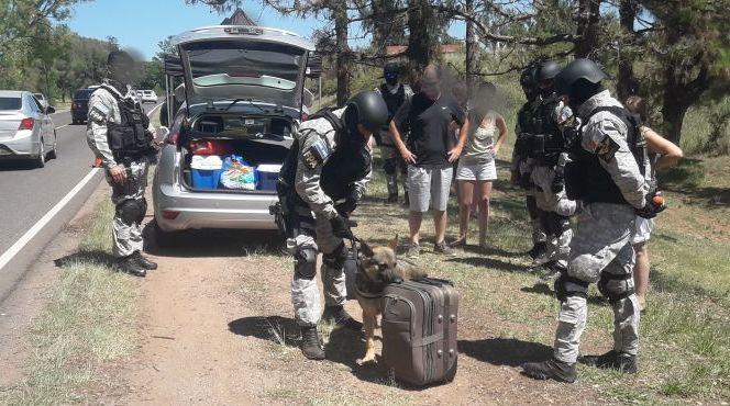 antinarcoticos1 - Se realizó un operativo antinarcóticos en Alta Gracia