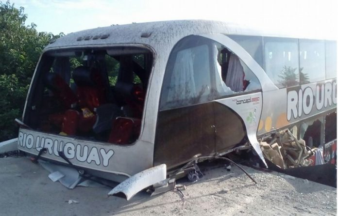 accidente colectivo - Chocó un micro con chicos que venían a Córdoba: dos muertos