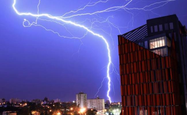 rayo cordoba CBA24N - Alerta por tormentas fuertes con lluvias intensas para el este de Córdoba