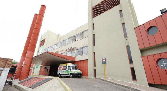 hospital urgencias LV - Intento de femicidio en barrio Alberdi: una mujer fue golpeada en la cabeza por su ex