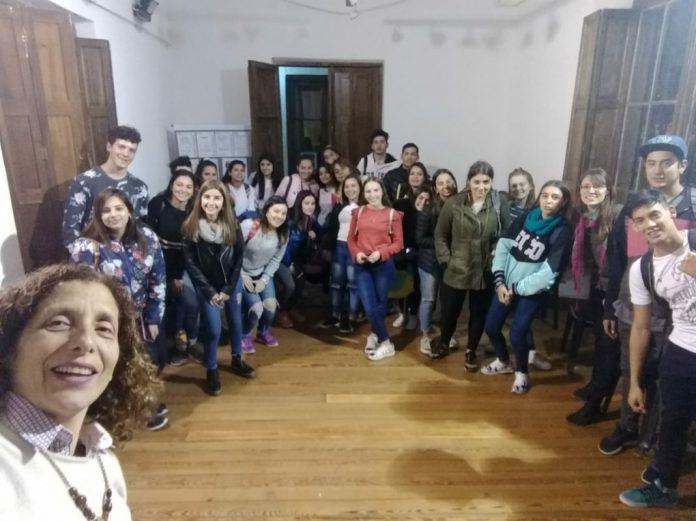 charla jovenes - Jóvenes participan de talleres para pensar en su futuro profesional