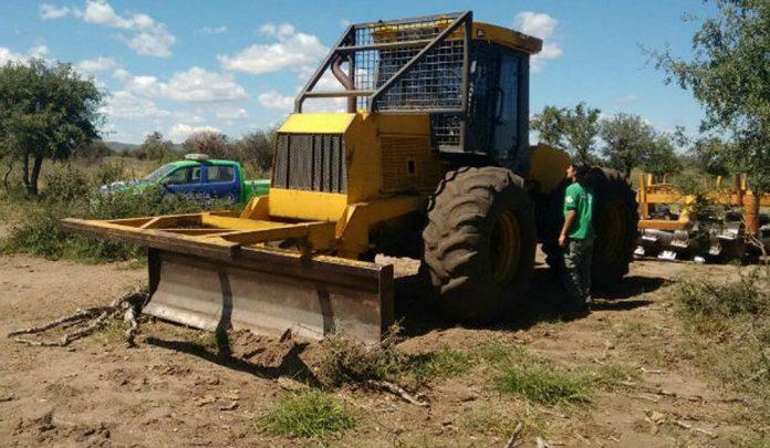 maquina desmonte - Multa de 350.000 pesos por quitar arbolado nativo