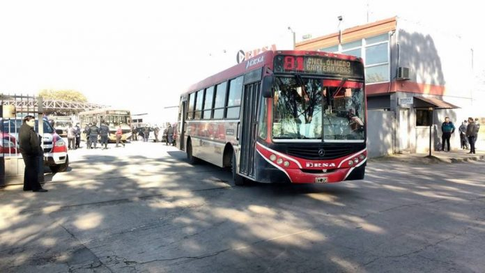 cole ersa - Tras la muerte de un chofer de Ersa, UTA definió un paro total en urbanos