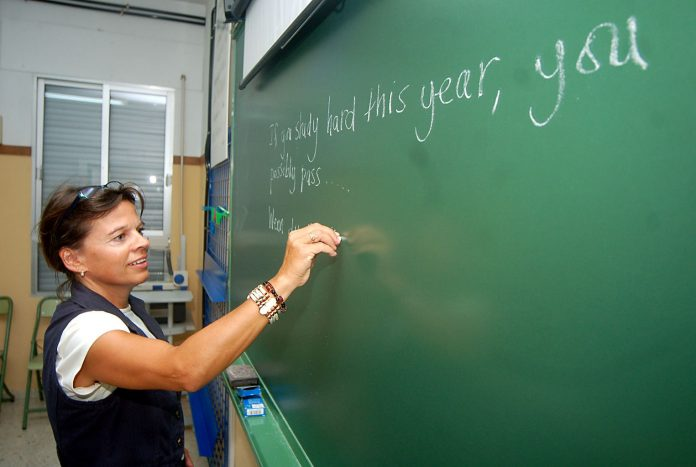 docente de ingles - Docentes piden suspender las clases presenciales ante la suba de casos