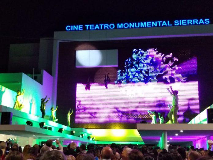 cine bailarines techo - Con protocolo vigente y aforo vuelve con espectáculos el Cine Teatro Monumental Sierras