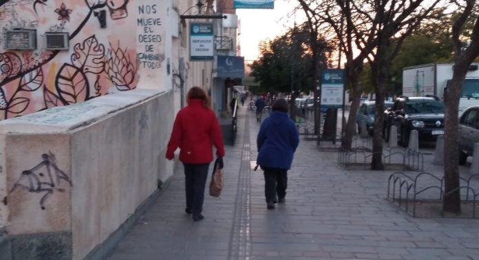 frio alta gracia mujeres abrigadas E - #ClimaAltaGracia: soleado con frío