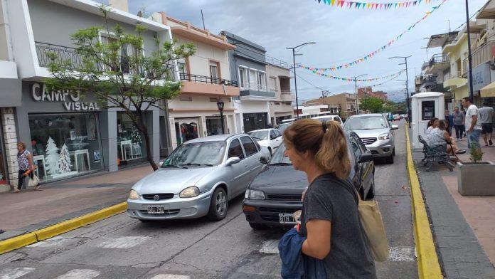 centro ciudad calle belgrano - Se recupera lentamente el comercio local
