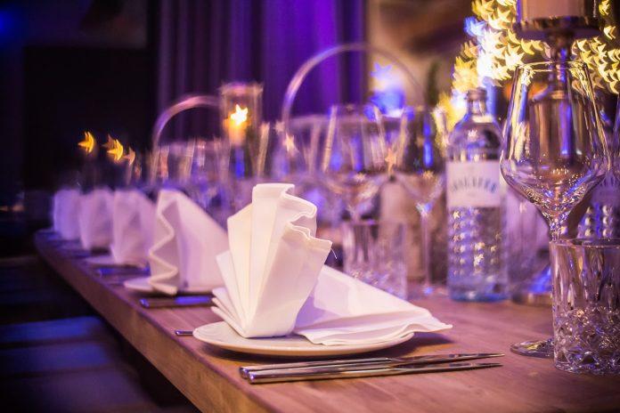 restaurante pxhere.com - El Gobierno anunció una serie de medidas de ayuda económica