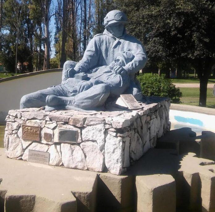 monumento caidos gustavo redaccion - ¿Qué significa el Monumento a los Caídos de Malvinas de Alta Gracia?