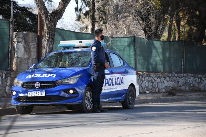 policia denuncia ruptura cuarentena - Ocurrió un accidente entre una motocicleta y una camioneta Hilux