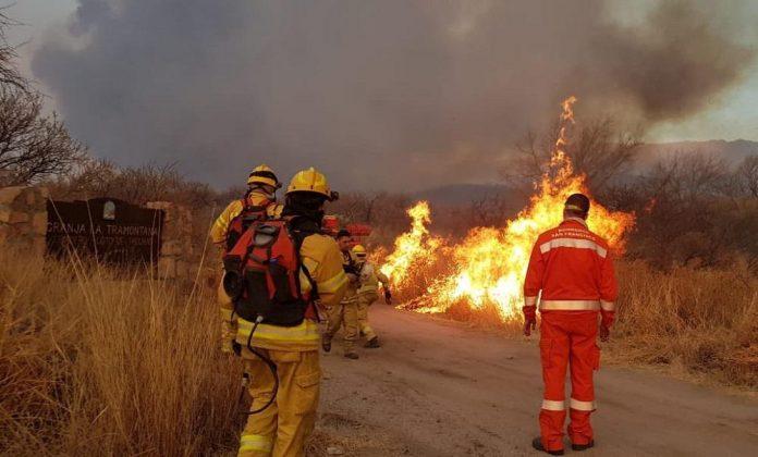incendios bomberos - Murieron un hombre y sus dos hijos en un incendio