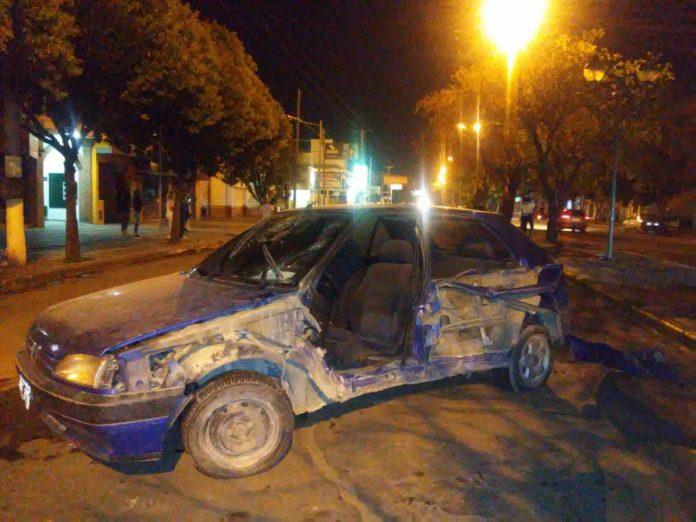 accidente peugeot - Fueron embestidos por un vehículo que se dio a la fuga