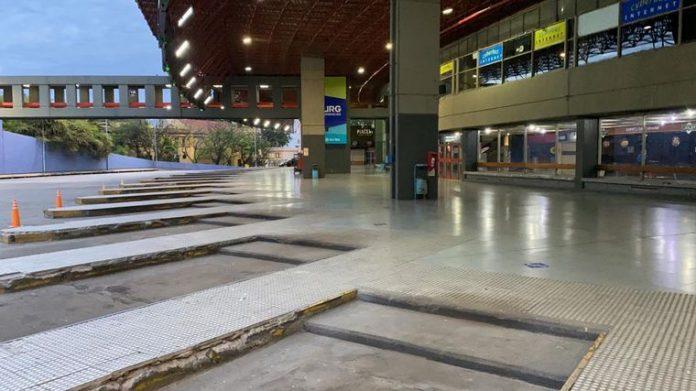 terminal vacia cba - La terminal, desolada en la vuelta de los colectivos