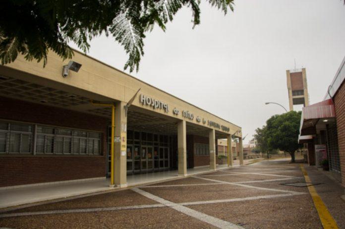 Frente Hospital de Ninos - Coronavirus: un bebé de un mes tuvo que ser intubado en el Hospital de Niños