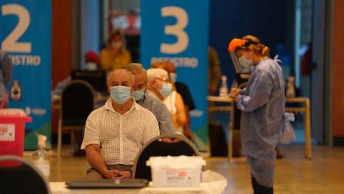 Vacunados mas de 70 covid gno cba - El sábado 8 se vacunaron 11.592 personas contra el Covid-19