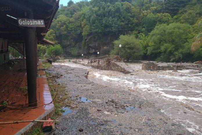 Crecida - Tras las copiosas lluvias, recomiendan mantenerse alejados de los ríos