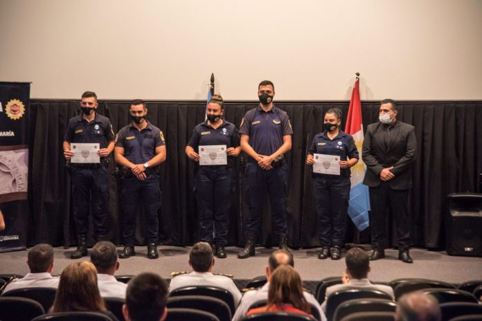 ENTREGA DIPLOMAS DEPTAL SNTA MARIA - La Departamental Santa María entregó diplomas a cursantes