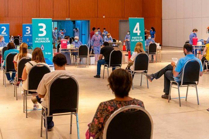 Vacuna covid1 - Aparecieron dosis remanentes y vacunan en el Pabellón Argentina