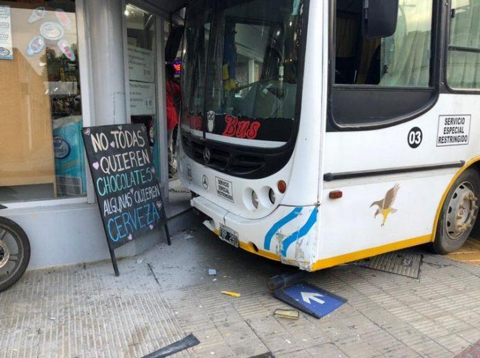 accidente colectivo cba cap C3 - Espectacular choque a metros del Hospital de Urgencias