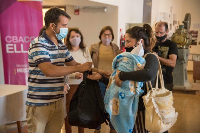 ajuares - Se realizó una nueva entrega de ajuares a embarazadas