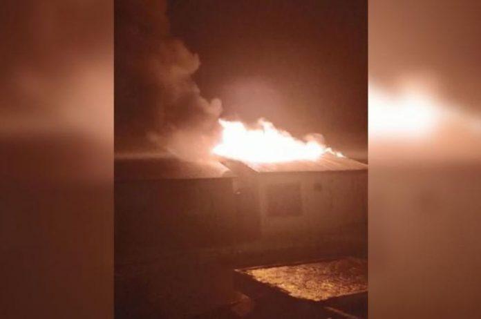 incendio casa rayo el litoral - Una casa fue quemada por la caída de un rayo esta madrugada en barrio Don Bosco