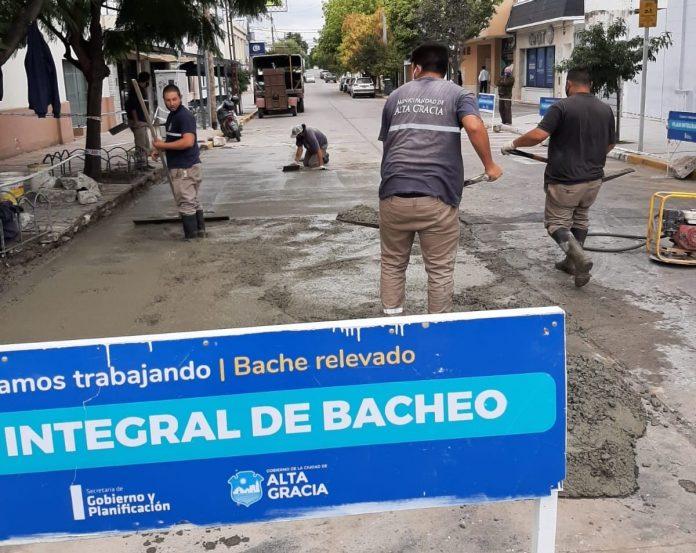 bacheo - Continúa el plan de bacheo y reparación de calles de tierra de nuestra ciudad