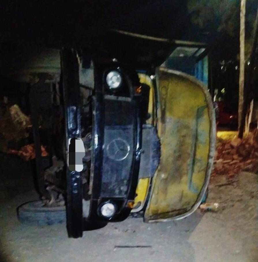 camion vuelco malagueno E - Perdió el control de su camión, volcó y no sufrió lesiones