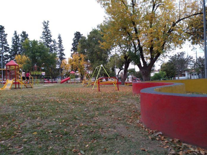 clima nublado parque infantil otono - Clima Alta Gracia: sábado otoñal
