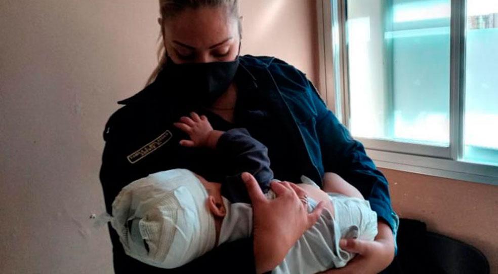 """el doce tv - Habló la mujer policía que amamantó al bebé herido: """"No quería soltarme"""""""