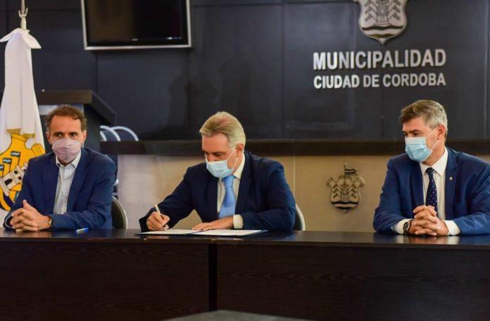 firma convenio llaryora katopodis LNM - Córdoba Capital: municipio y Nación avanzan en la creación de cuatro centros sanitarios