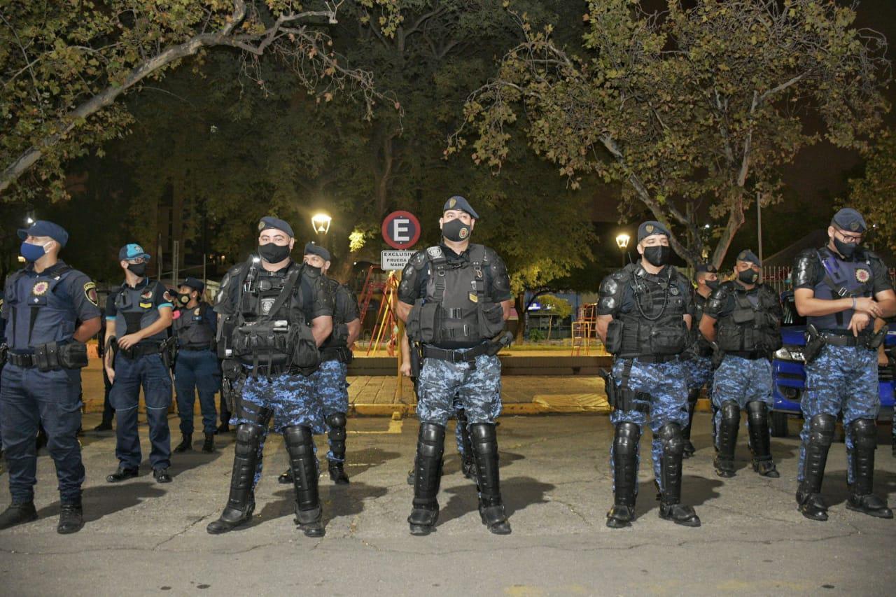 infanteria operativo banda chapas cba cap LNM - Tras megaoperativo, capturan una banda de estafadores por redes sociales