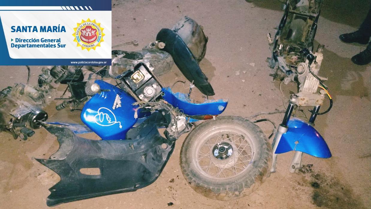 moto robada - Cinco detenidos en flagrancia mientras desarmaban una moto robada