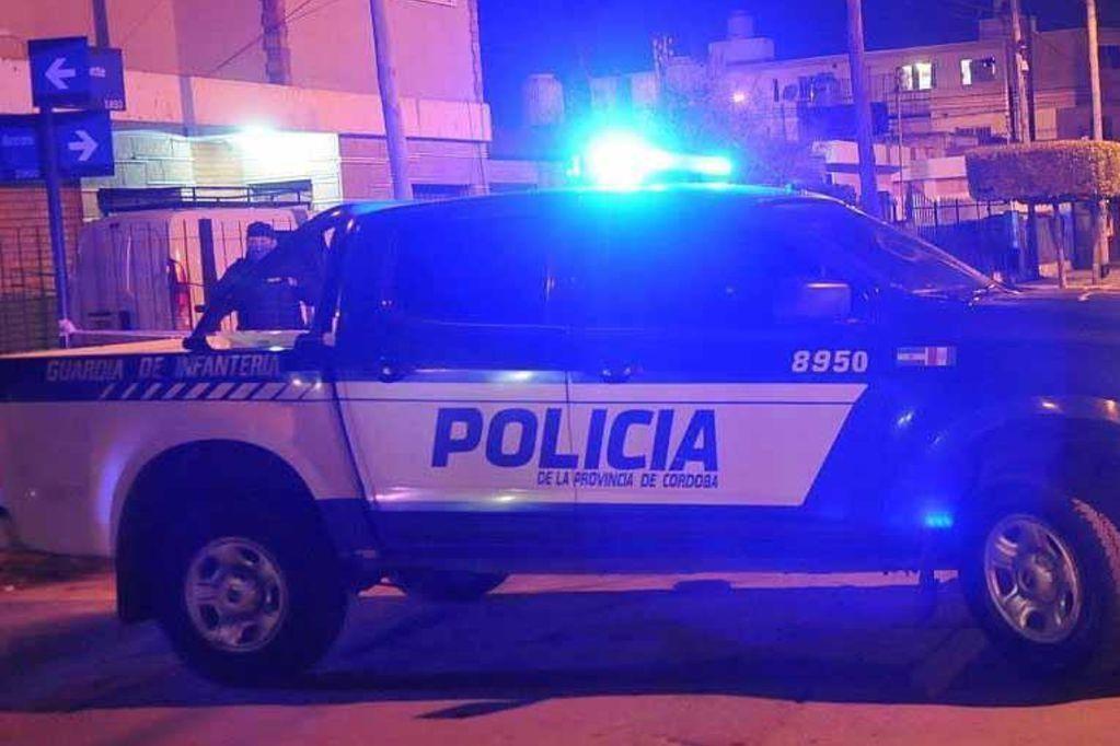 movil policial fiesta clandestina LVI - Desarticularon varias fiestas clandestinas en la ciudad de Córdoba