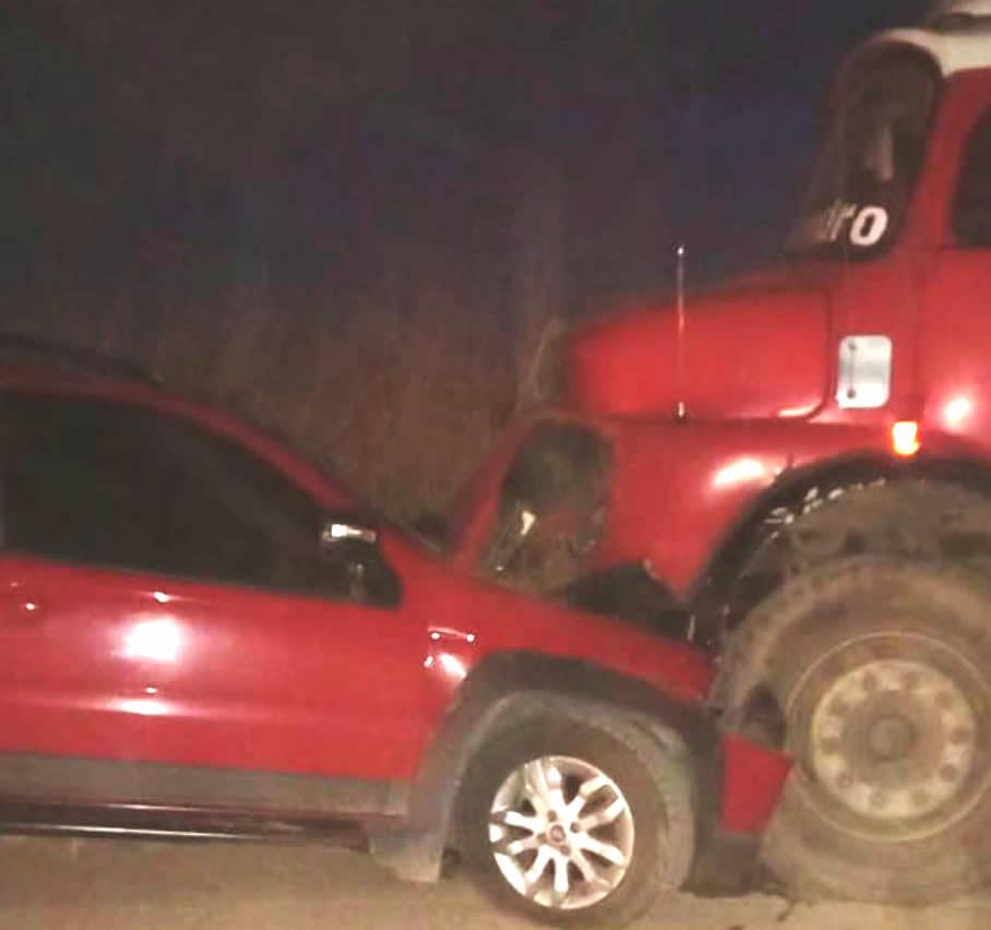 WhatsApp Image 2021 05 13 at 21.35.53 - Despeñaderos: fuerte impacto entre un auto y un camión