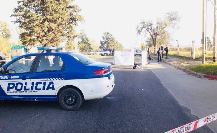 accidente cba capital jorge sassi - Murió una motociclista tras ser embestida por un camión en Parque Don Bosco
