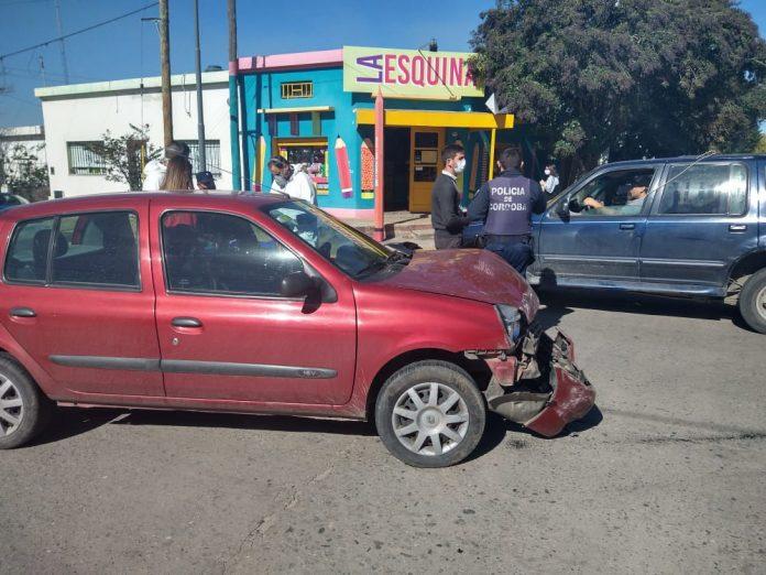 accidente olmos y dalinger - Dos autos chocaron en la esquina de Olmos y Dalinger