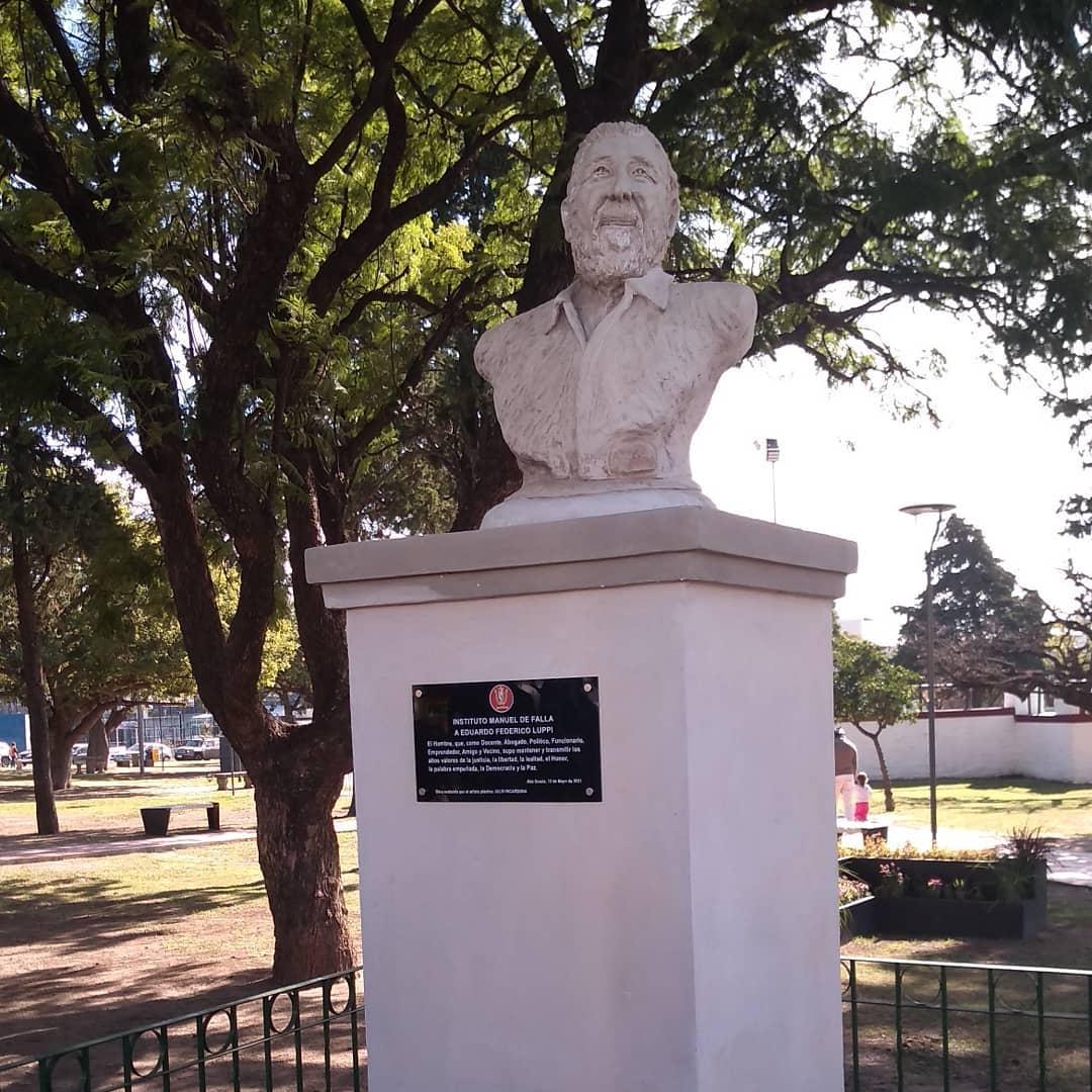 busto eduardo luppi2 - Inauguraron un busto de Eduardo Luppi en la Plaza Mitre