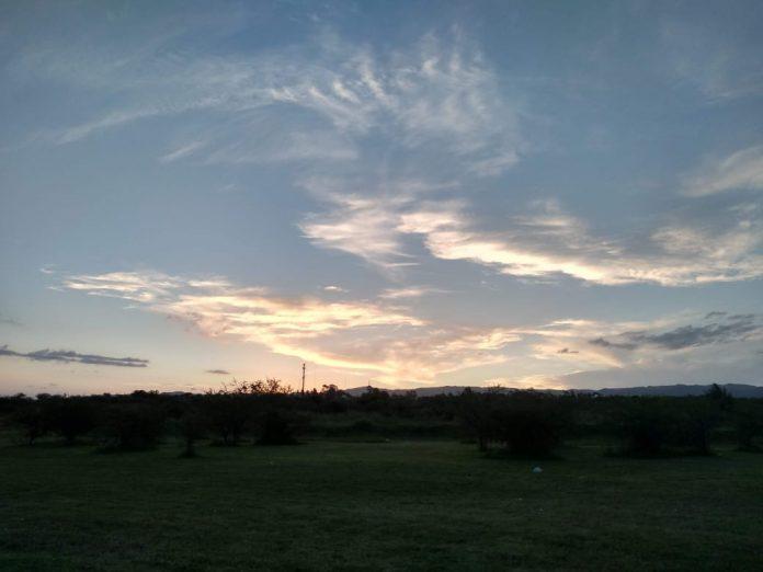 clima potrero de loyola atardecer nubes - Domingo frío con cielo parcialmente nublado