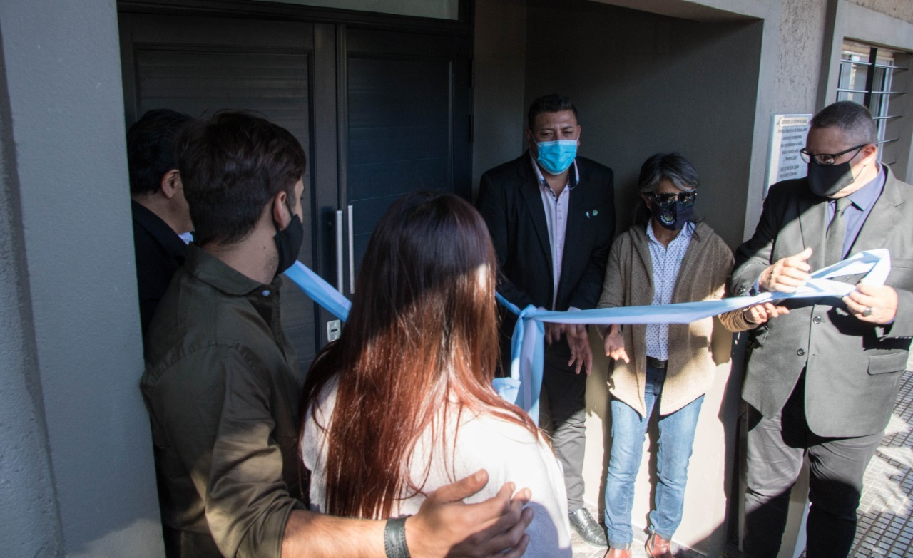 inauguracion comuna villa del prado - Villa del Prado inauguró su nuevo edificio comunal y la primera cuadra de pavimento articulado