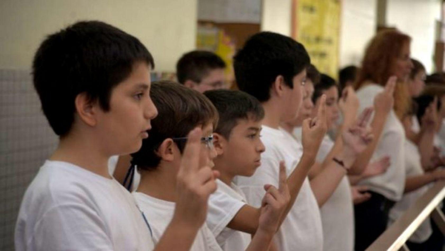lengua de senas - Capacitación inclusiva sobre el Himno Nacional