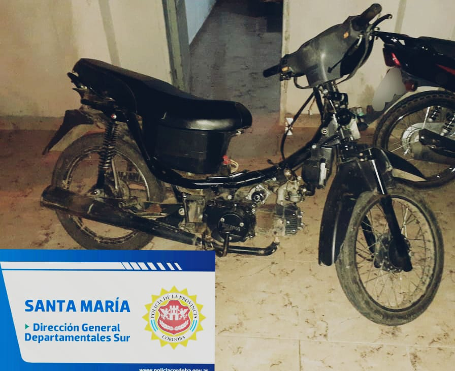 moto secuestrada bouwer - Dos detenidos, una moto y una bolsa de papas secuestradas