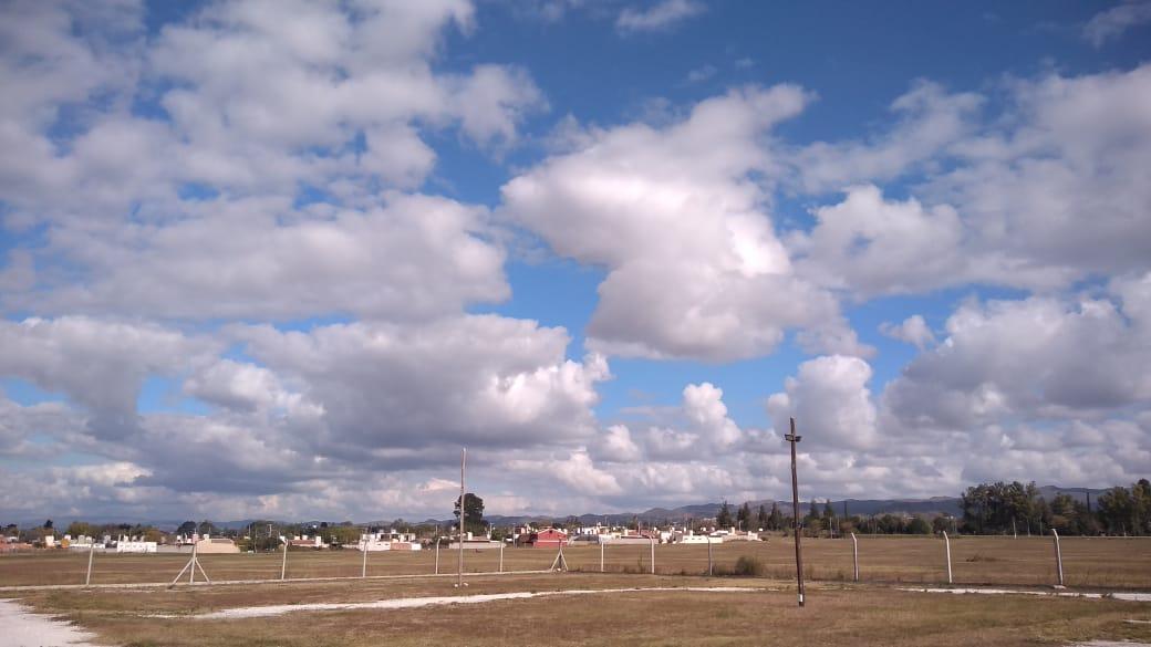 clima nubes portales del sol - Viernes con cielo despejado y algunas nubes
