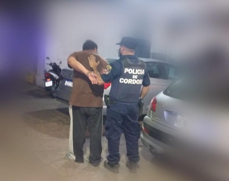 detenido robo celular 2 - Le ayudó a cargar las bolsas y le robó el celular