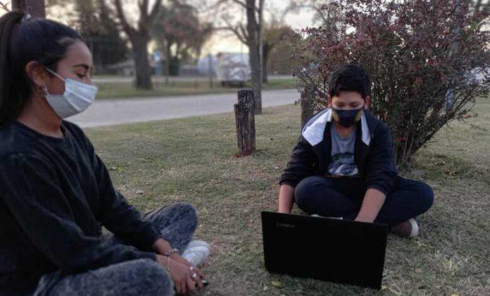 francisco y tamara plaza 780x470 1 - Francisco y Martina ya consiguieron dos netbooks para hacer sus tareas